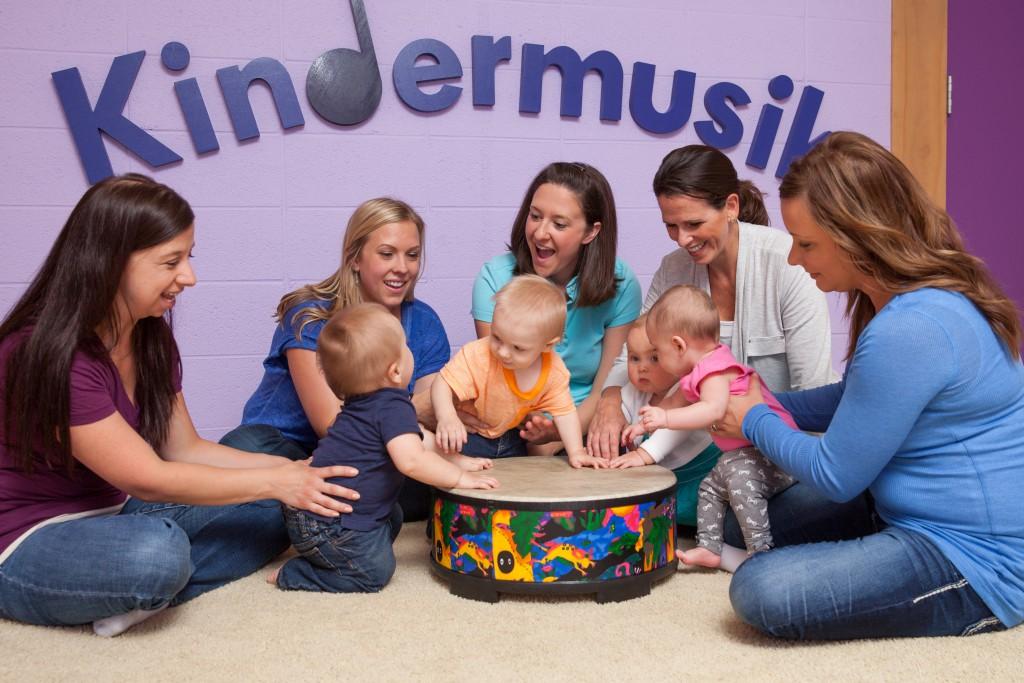 Kindermusik Baby drum sharing playing sound