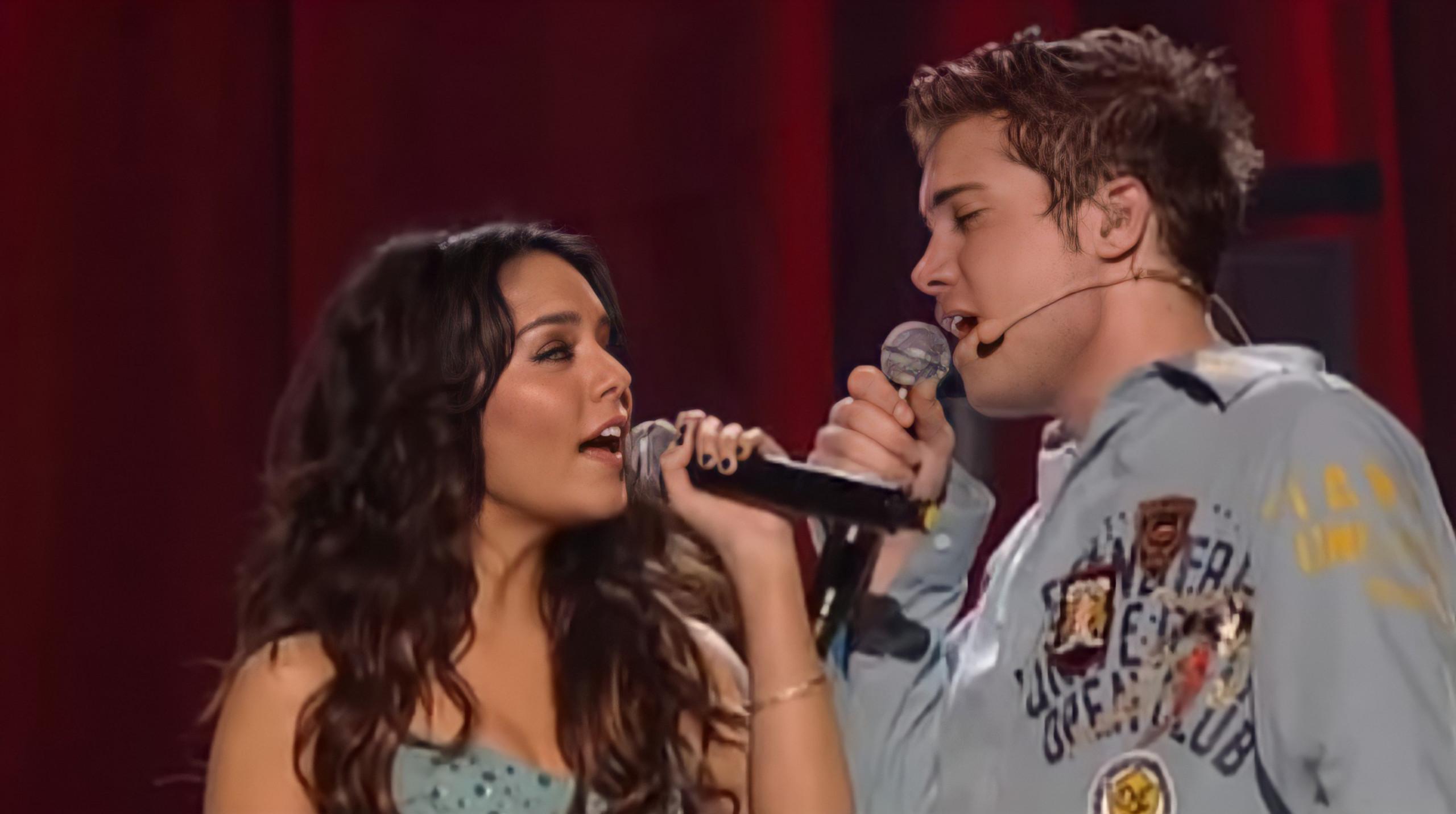 Drew Seeley and Vanessa Hudgens singing